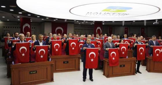 """SÖZ KONUSU VATANSA GERİSİ TEFERRUATTIR"""